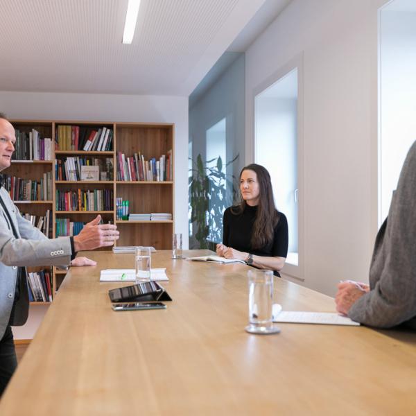 Marcel Strauß, Theresa Mitterer-Leitner und Christian Schützinger im Gespräch | Foto: Weissengruber & Partner