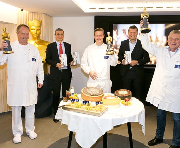 Stolze Präsentation der Gewinnertrophäen der AMA-Käsekaiser-Trophäen-Tour | Foto: Mathis