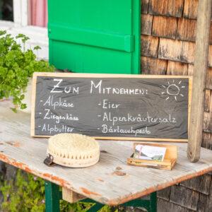 Die Angebotstafel Der Alpe Stongen | Foto: Weissengruber & Partner