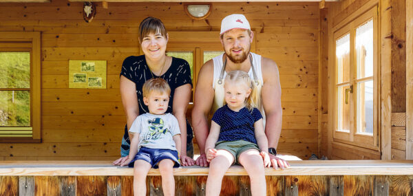Familie Sutterlüty auf der Alpe Andlis Brongen