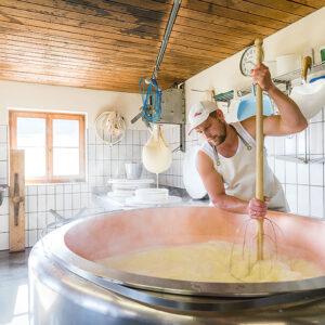 Käseherstellung Alpe Andlis Brongen