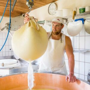 Käseherstellung Auf Der Alpe Andlis Brongen